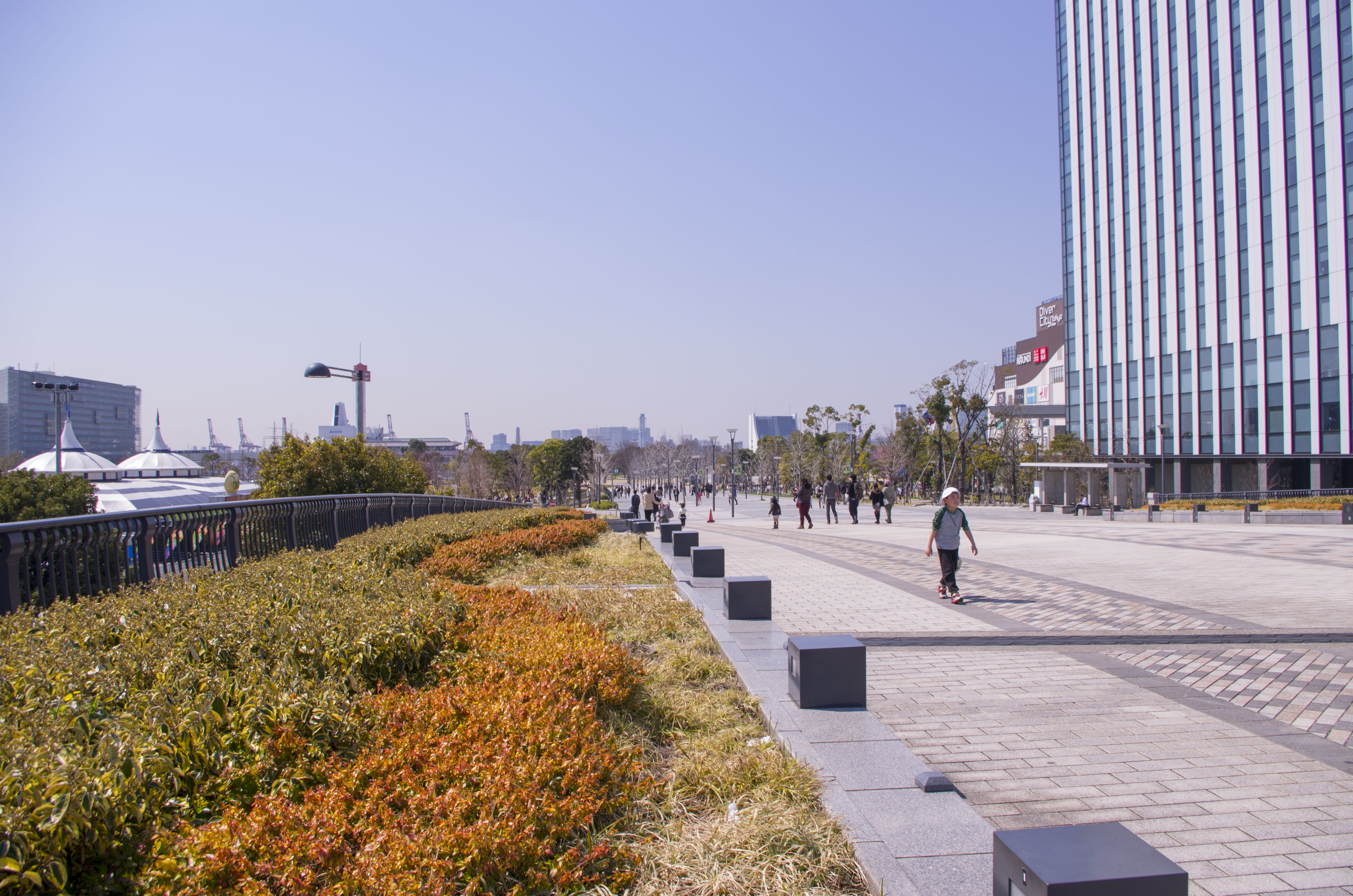 Boulevard on Odaiba with Divers City shopping center in the background